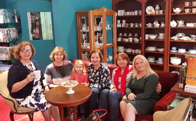 Opening of a new shop of English porcelain